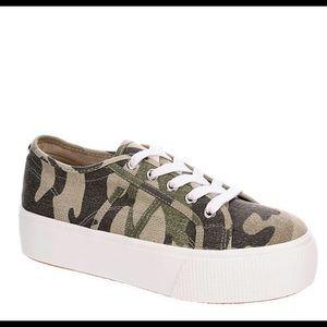 NEW Steve Madden Camo Platform Sneakers